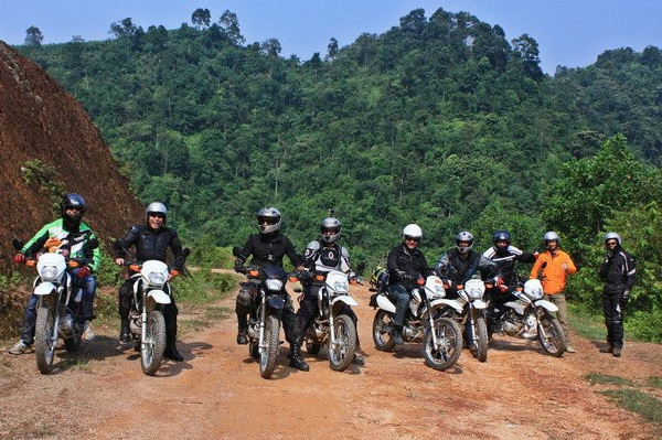 HOI AN DIRT MOTORBIKE TOUR TO HUE VIA DMZ