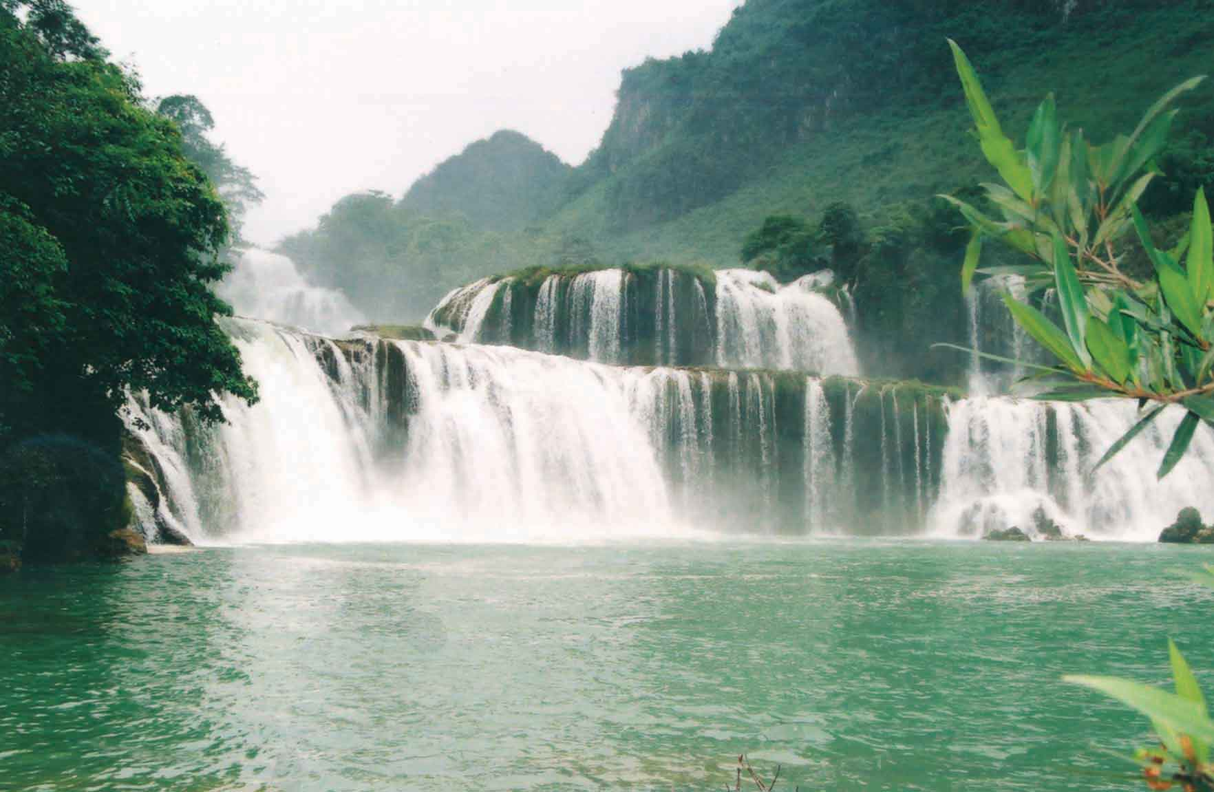 Vietnam Motorcycle Tour to Ba Be Lake, Ban Gioc Waterfall