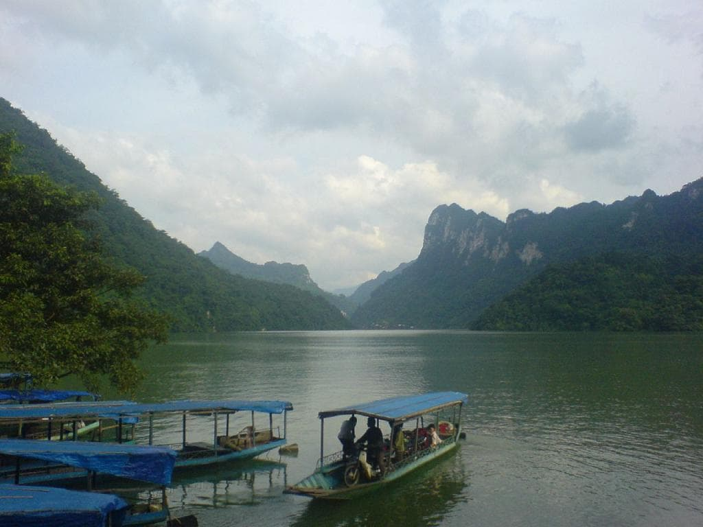 VIETNAM MOTORCYCLE TOUR TO BA BE LAKE AND BAN GIOC WATERFALL