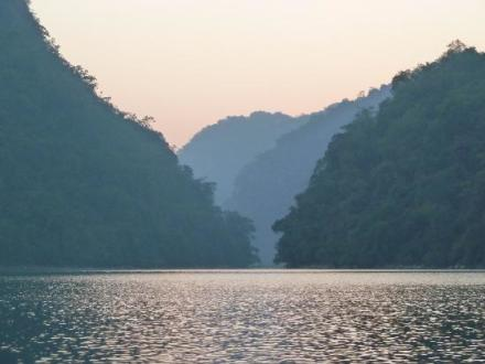 Hanoi motorbike tour to Ba Be Lake and National Park